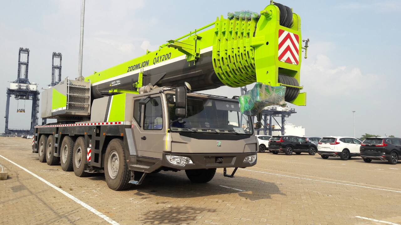 Mobile Crane QYA 200 tons